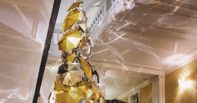 Claridge's Burberry Tree: design trends at Christmas 2015