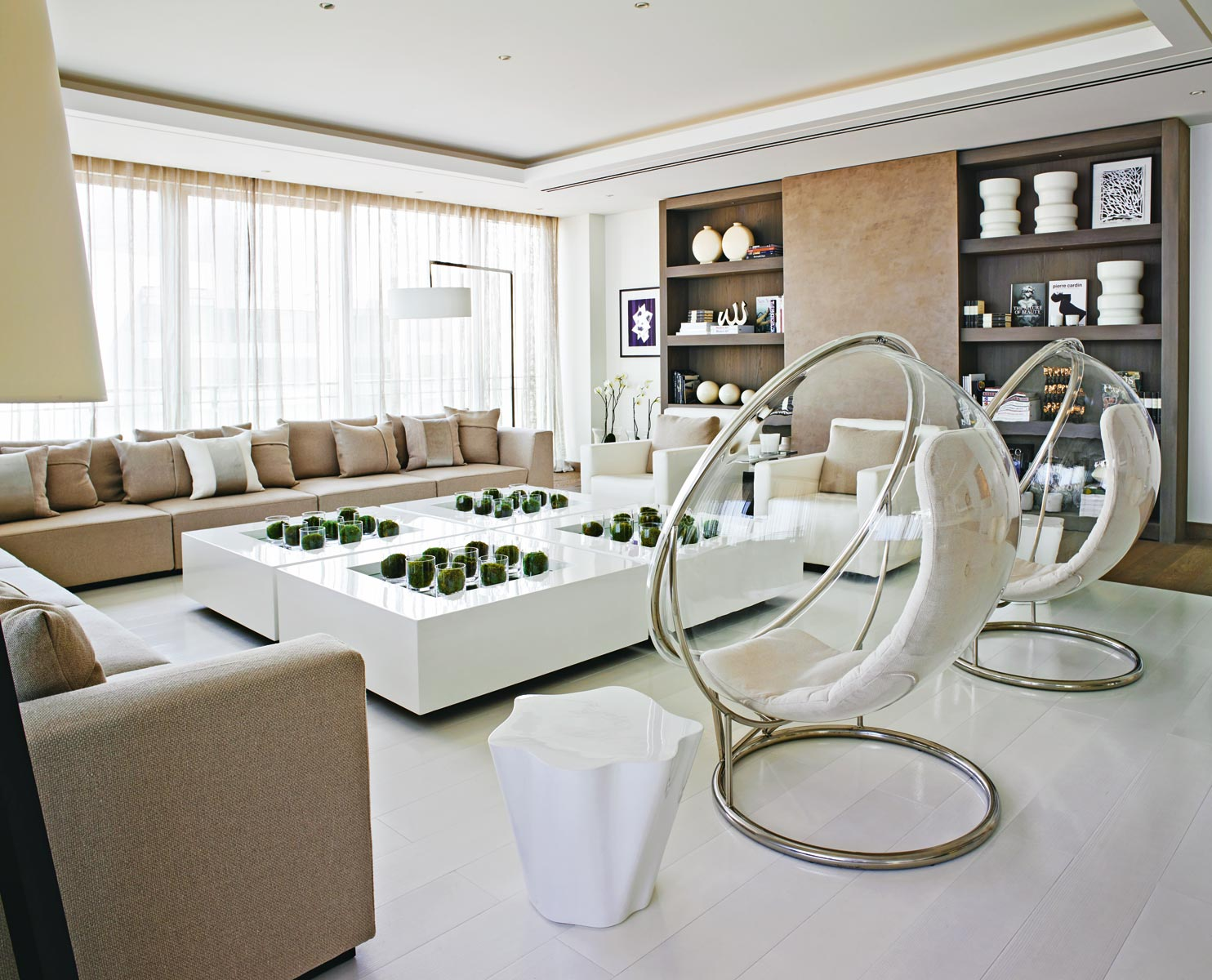 Contemporary living room designed by Kelly Hoppen kelly hoppen Top 10 Kelly Hoppen Design Ideas stunning home beirut2