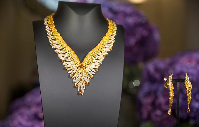 Van Cleef and Arpels necklace - Luxury Gifts luxury gifts Top 5 Christmas Luxury Gifts 2015 by Luxxu van cleef and arpels pierres de caractere variations rayons precieux necklace1
