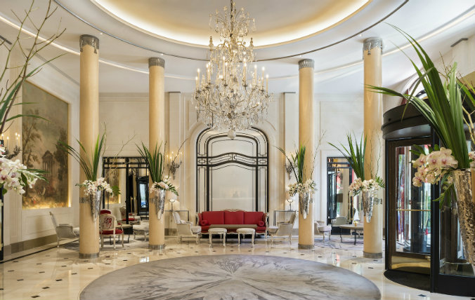 Hotel Plaza Athénée lighting design lighting design Most famous hotels with luxurious lighting design Hotel Plaza Athe  ne  e Paris