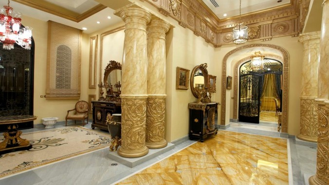 10 Ways to Add Gold to Your Interiors hallway Gold 10 Ways to Add Gold to Your Interiors 10 Ways to Add Gold to Your Interiors hallway e1455700882997