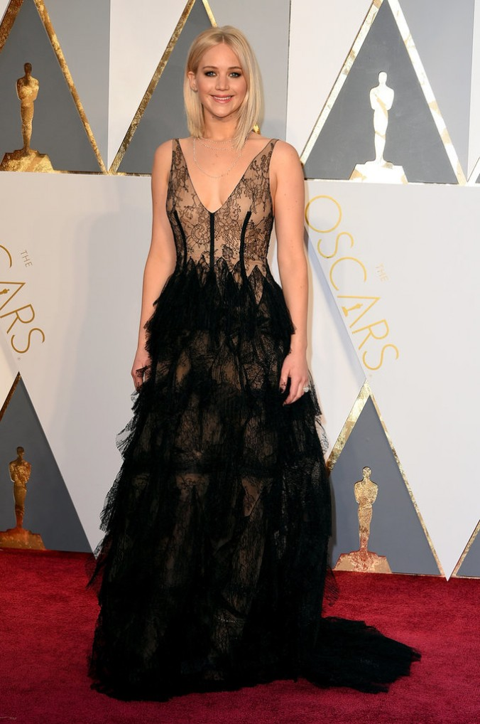 Oscars fashion 2016 luxury in Red Carpet jennifer lawrence oscars Oscars fashion 2016: Red Carpet vs LUXXU's designs Oscars fashion 2016 luxury in Red Carpet jennifer lawrence e1456736874994