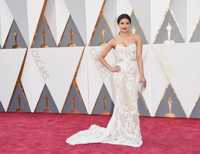 Oscars fashion 2016 luxury in Red Carpet priyanka chopra oscars Oscars fashion 2016: Red Carpet vs LUXXU's designs Oscars fashion 2016 luxury in Red Carpet priyanka chopra e1456737138549
