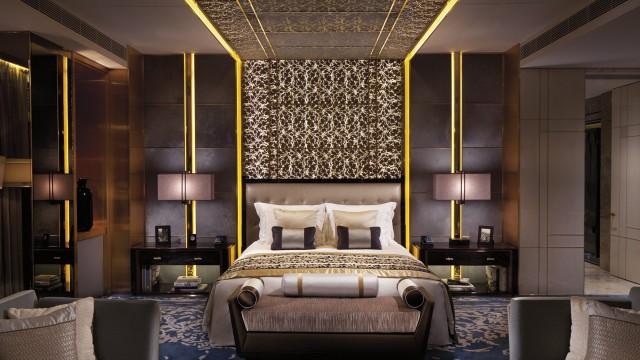 Luxurious Springtime Getaways ritz bedroom Luxurious Luxurious Springtime Getaways Luxurious Springtime Getaways ritz bedroom e1459160614116