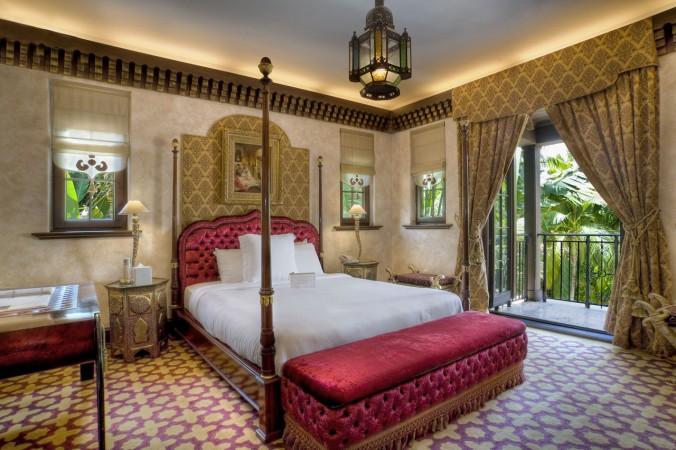 villa contenta Luxury Guide: find Villa Contenta in Palm Island Luxury Guide find Villa Contenta in Palm Island red bedroom e1456910802576