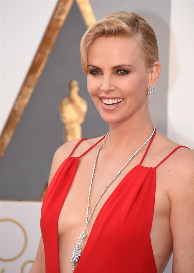 Oscars Luxury jewelry of Oscars 2016 Luxury jewelry of Oscars 2016 charlize e1457000413859