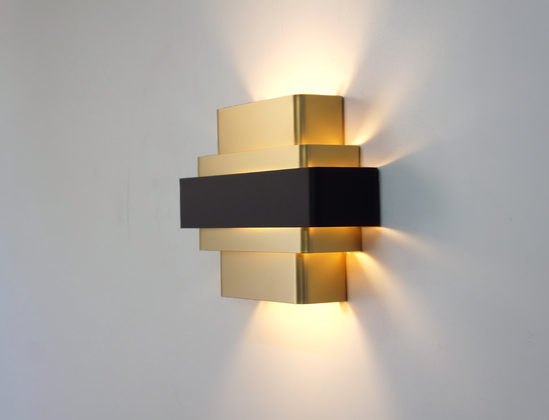 Wall Lights Lampshades : Gold wall lamps to create a sophisticated decoration