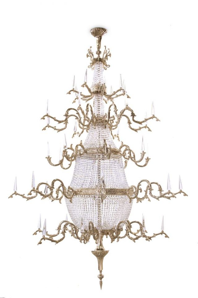 5 Gold chandeliers with crystals to light up your world Gold chandeliers 5 Gold chandeliers with crystals to light up your world 4266737d948919f4b75523c19abbd04a 1 e1465814166202