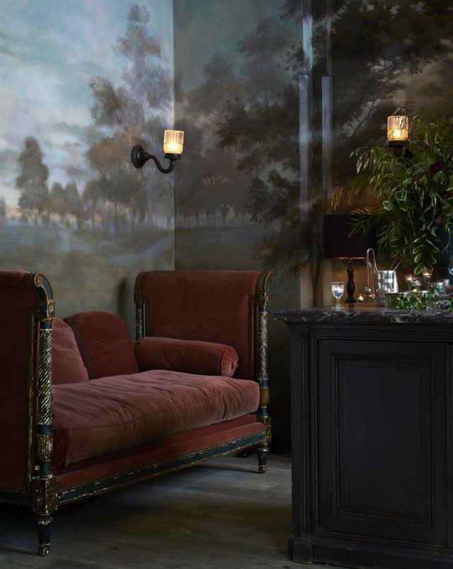 Take a look at Roman & Williams–Designed Le Coucou Restaurant furniture Roman & Williams Take a look at Roman & Williams – Designed Le Coucou Restaurant Take a look at Roman Williams   Designed Le Coucou Restaurant furniture e1468578705118
