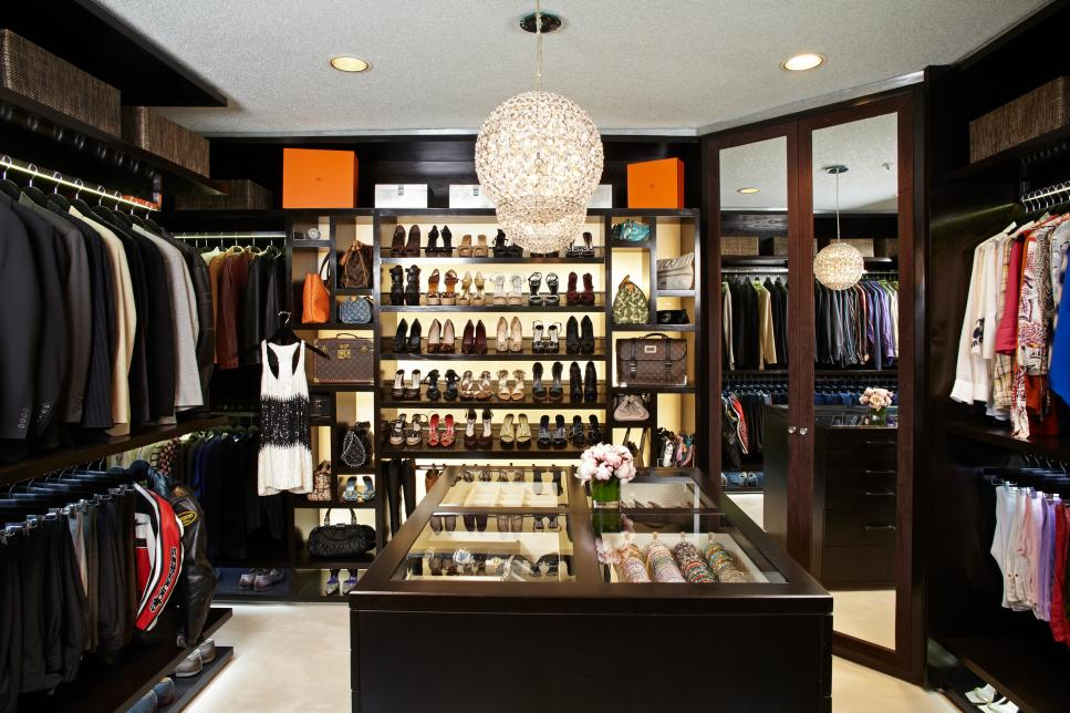 Interior design for woman best luxury closets ever for Best walk in closets in the world