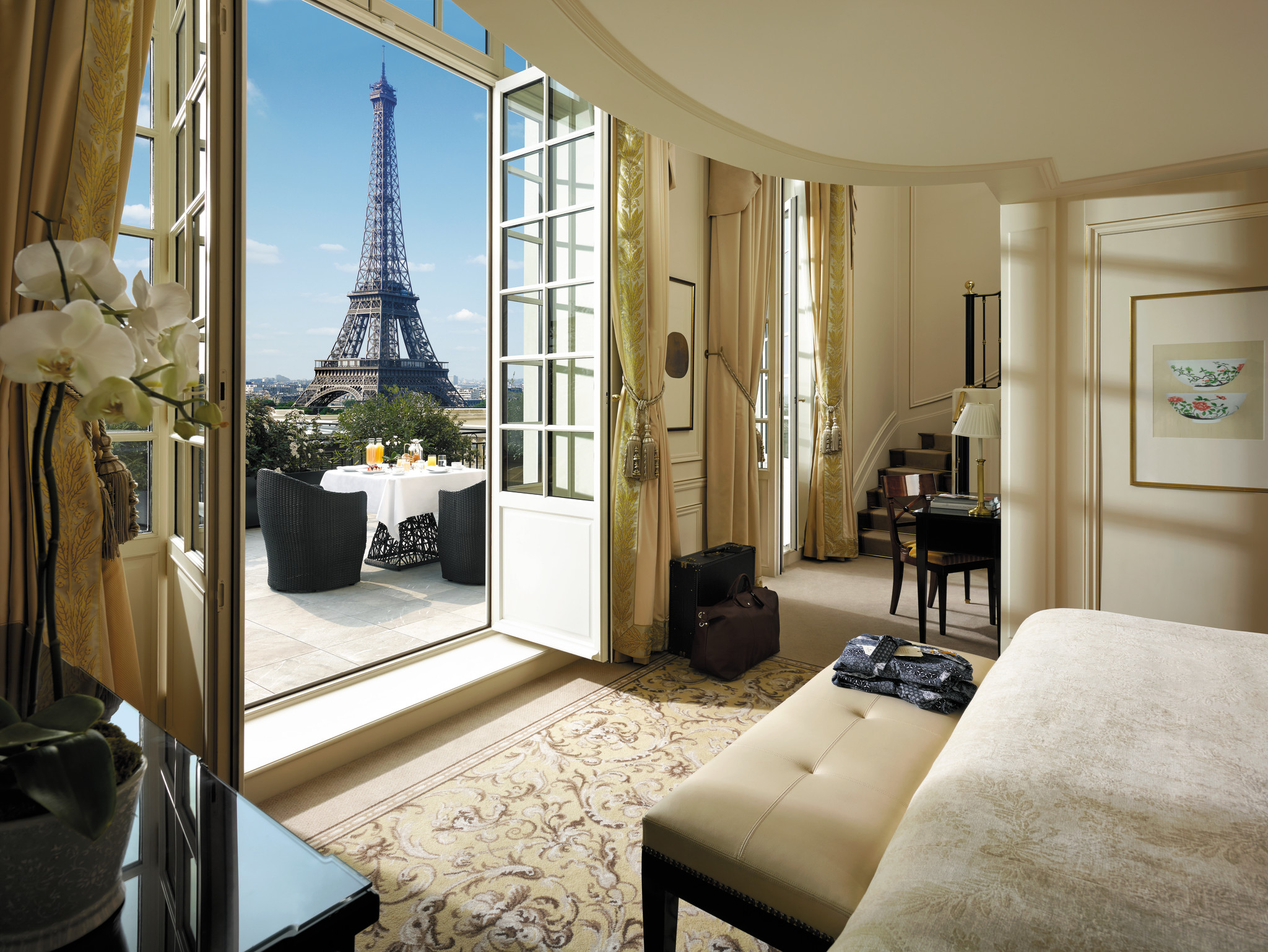 Luxury Travel: 5 Reasons Why Paris Should Be Your Next Destination luxury travel Luxury Travel: 5 Reasons Why Paris Should Be Your Next Destination luxury travel reasons why paris next destination shangri la palace hotel