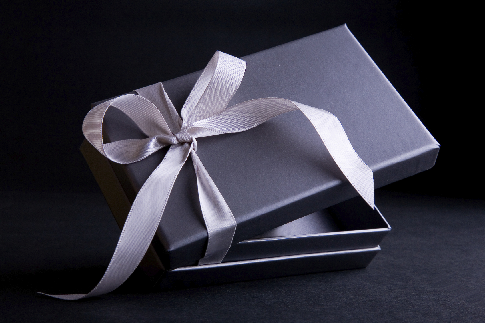 Ultimate Luxury Gift Ideas for Valentines Day : Ultimate Luxury Gift Ideas for Valentines Day from www.luxxu.net size 1698 x 1131 jpeg 1610kB