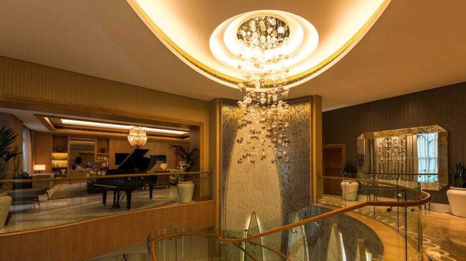 A Night Inside the 10 Most Luxurious Hotels in the World most expensive hotels in the world A Night Inside the 10 Most Expensive Hotels in the World Inside the 10 Most Expensive Hotels in the World 12