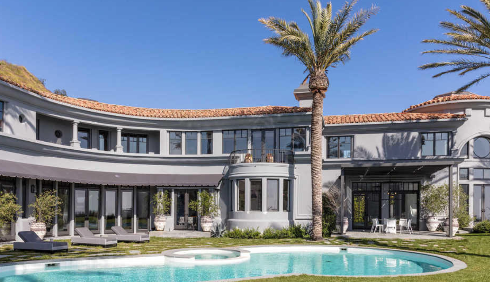 Kylie Jenner's Temporary Beverly Hills Home Costs $125,000 a Month kylie jenner Kylie Jenner's Temporary Beverly Hills Home Costs $125,000 a Month Kylie Jenners Temporary Beverlly Hills Home Costs 125000 a Month 2