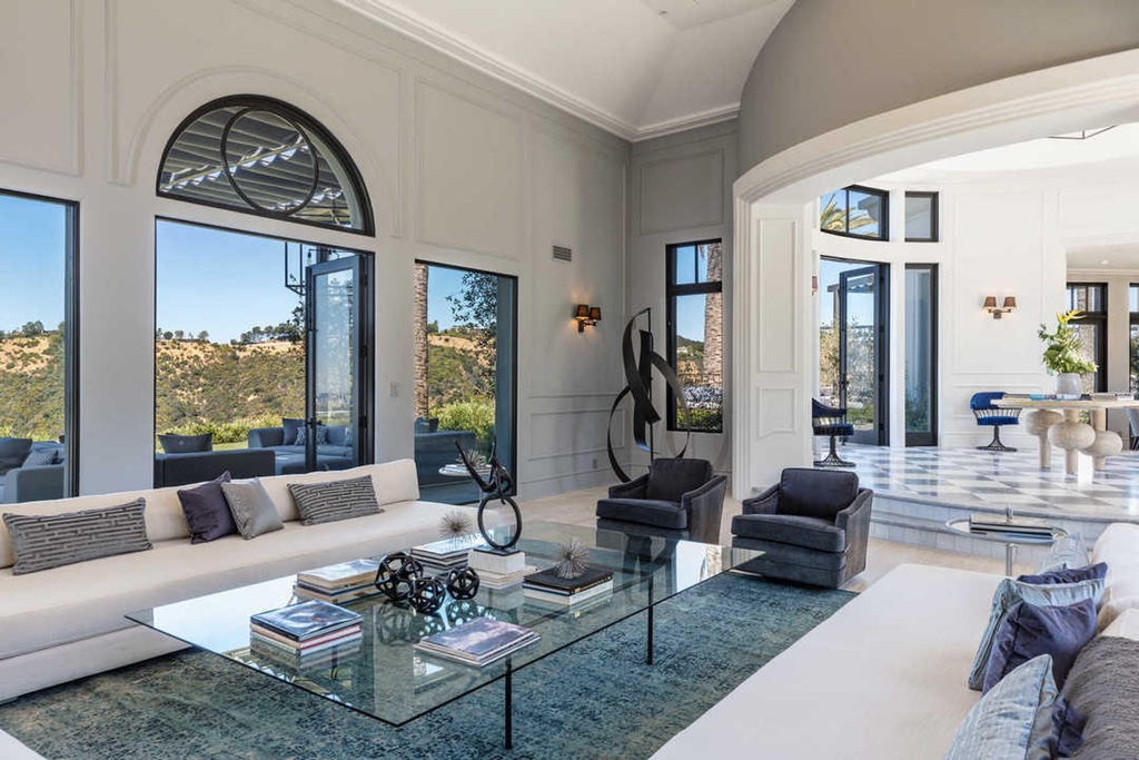Kylie Jenner S Temporary Beverlly Hills Home Costs 5 000 A