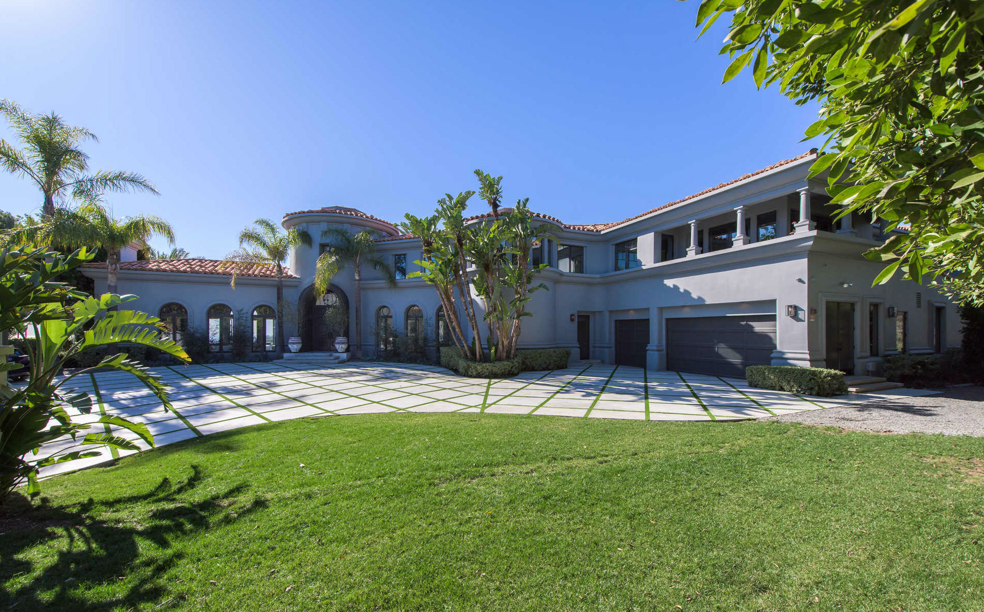 Kylie Jenner's Temporary Beverly Hills Home Costs $125,000 a Month kylie jenner Kylie Jenner's Temporary Beverly Hills Home Costs $125,000 a Month Kylie Jenners Temporary Beverlly Hills Home Costs 125000 a Month