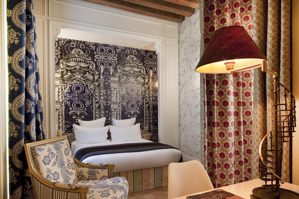 art hotels Art Hotels Around the World You Will Want to Visit Top 10 Best Art Hotels Around the World Hotel Du petit