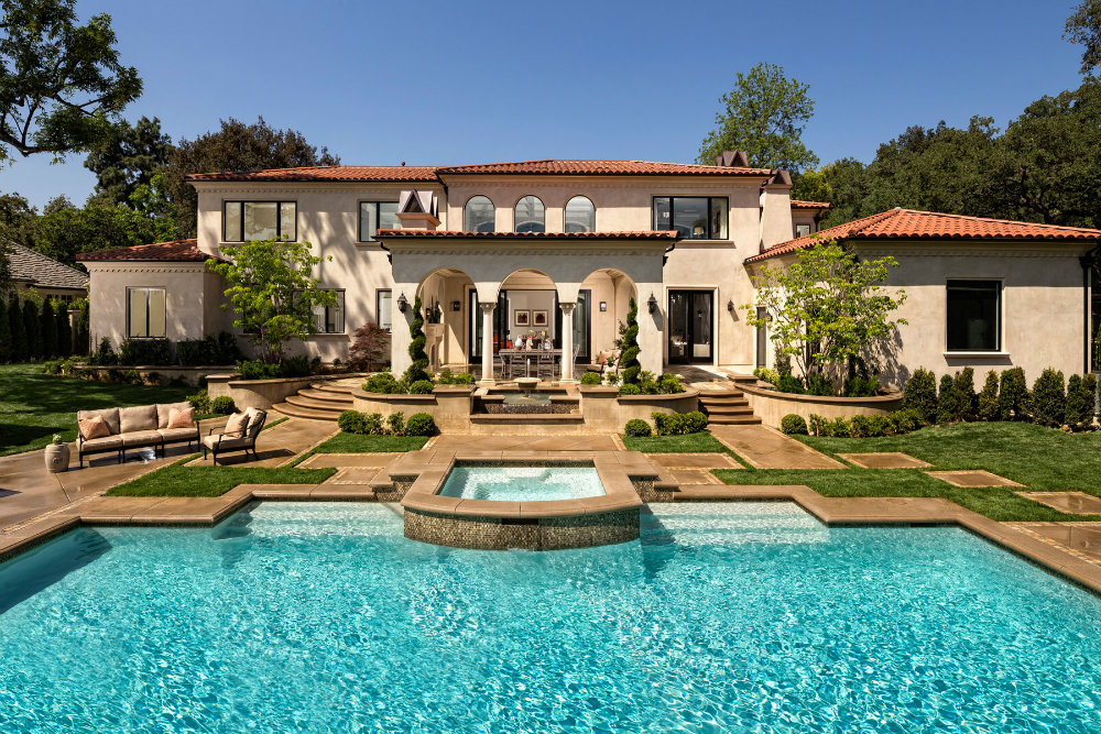 Luxury Pools Are The Place To Be During This Summer