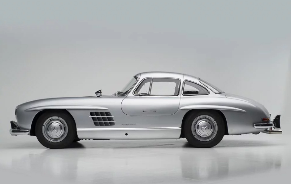 Mercedes benz 300sl auctioned for over a million in for Mercedes benz belgium