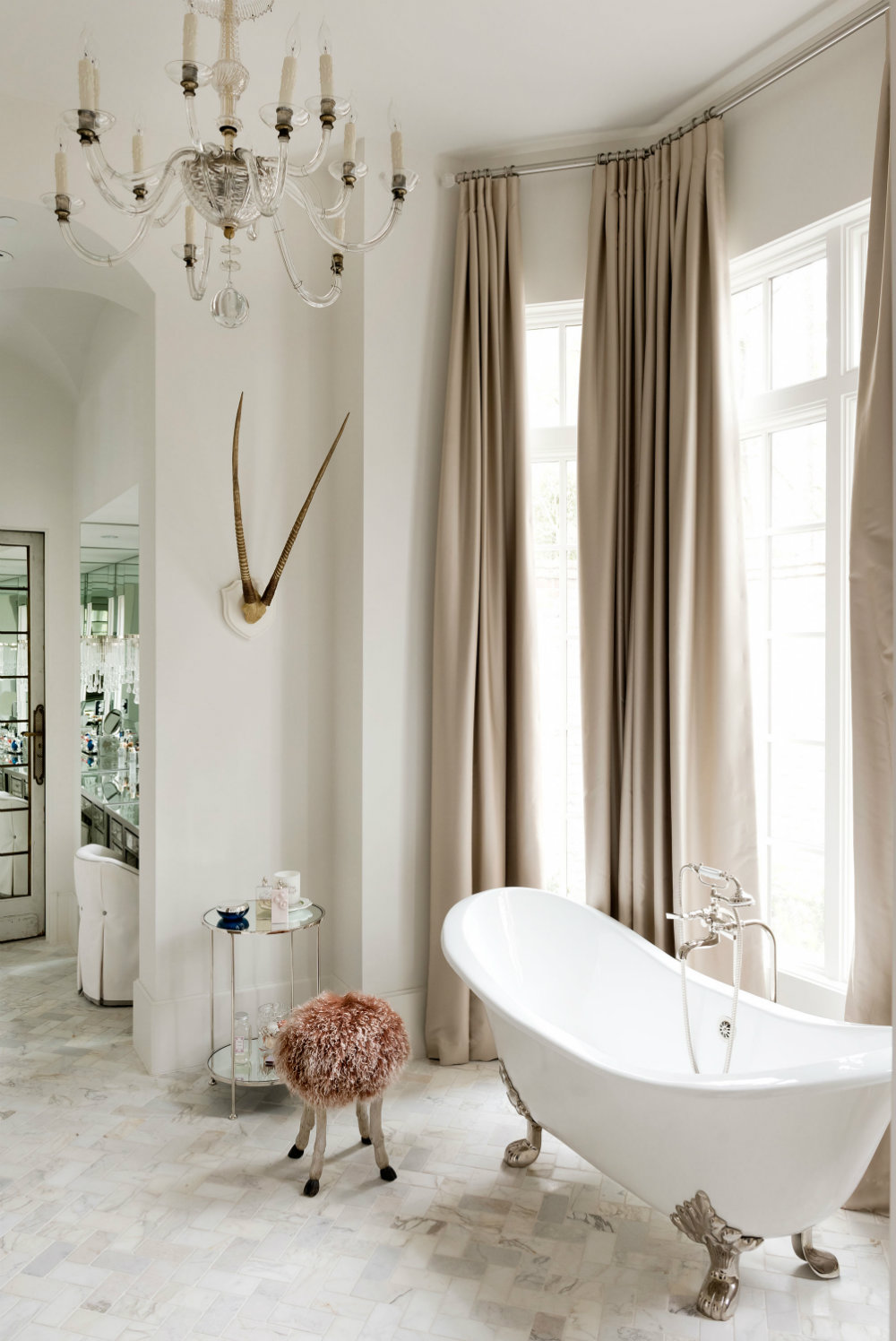 10 Luxury Bathrooms For The Master Bedroom Of Your Dreams 07 luxury bathrooms 10 Luxury Bathrooms For The Master Bedroom Of Your Dreams 10 Luxury Bathrooms For The Master Bedroom Of Your Dreams 07