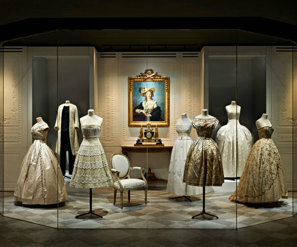 christian dior Luxury Brand Christian Dior exhibits at Musée des Arts Décoratifs Luxury Brand Christian Dior exhibits at Mus  e des Arts D  coratifs 3