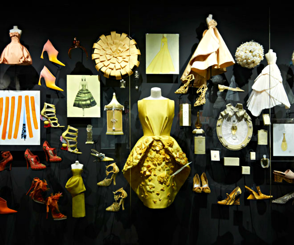 christian dior Luxury Brand Christian Dior exhibits at Musée des Arts Décoratifs Luxury Brand Christian Dior exhibits at Mus  e des Arts D  coratifs 7