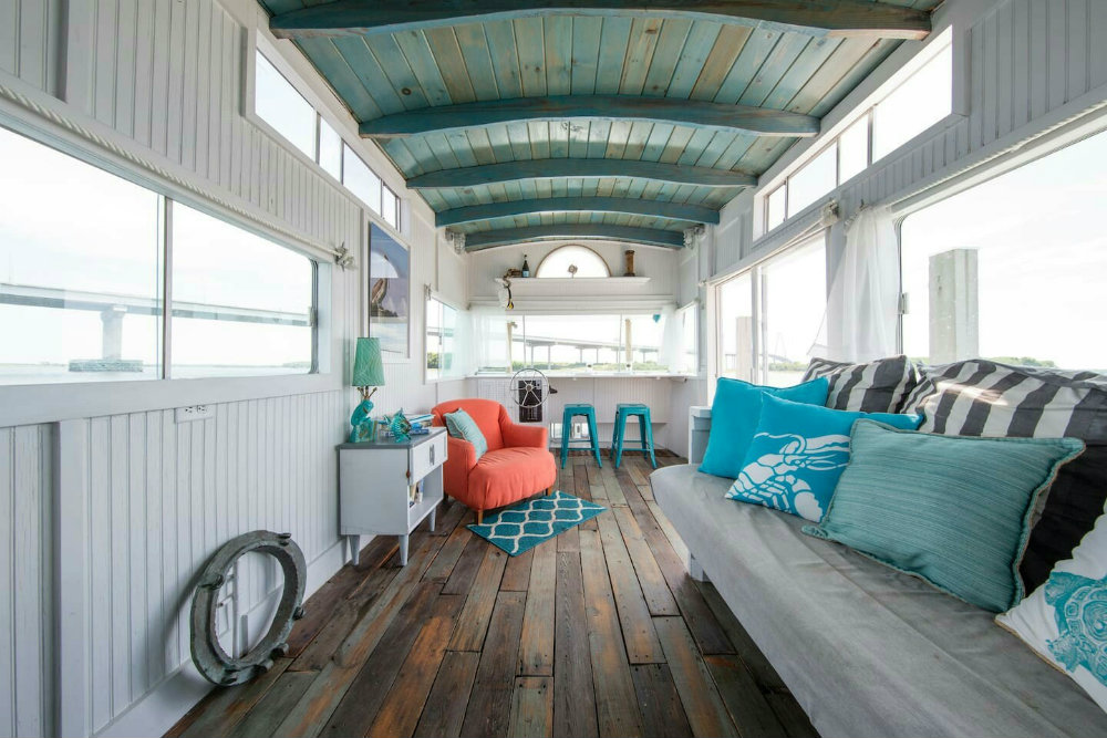 5 Mesmerizing Luxury Houseboats You Can Stay In 03 luxury houseboats 5 Mesmerizing Luxury Houseboats You Can Stay In 5 Mesmerizing Luxury Houseboats You Can Stay In 03