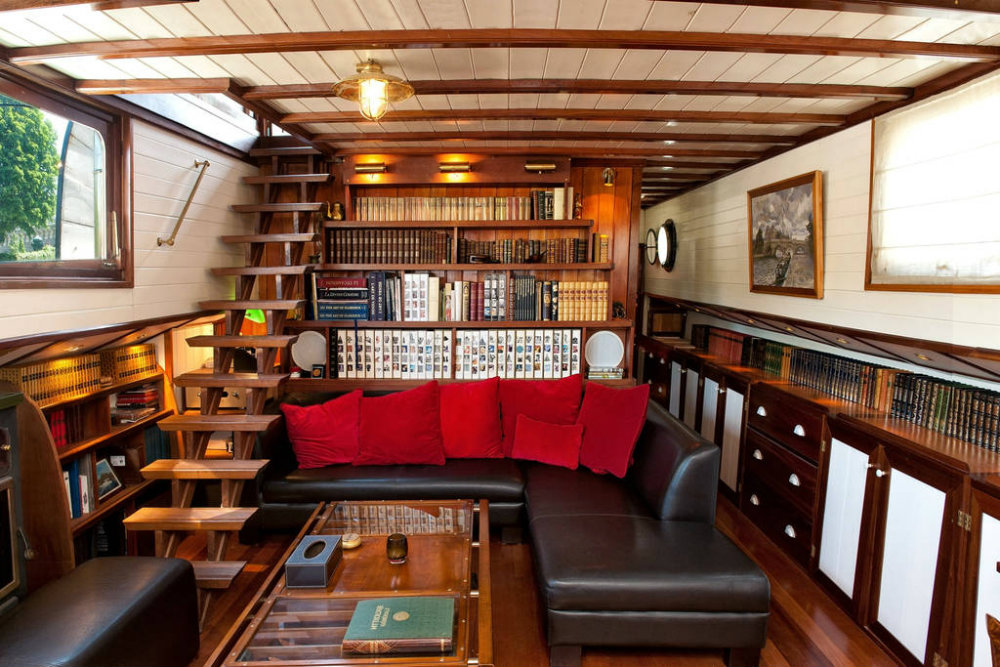 5 Mesmerizing Luxury Houseboats You Can Stay In 05 luxury houseboats 5 Mesmerizing Luxury Houseboats You Can Stay In 5 Mesmerizing Luxury Houseboats You Can Stay In 05