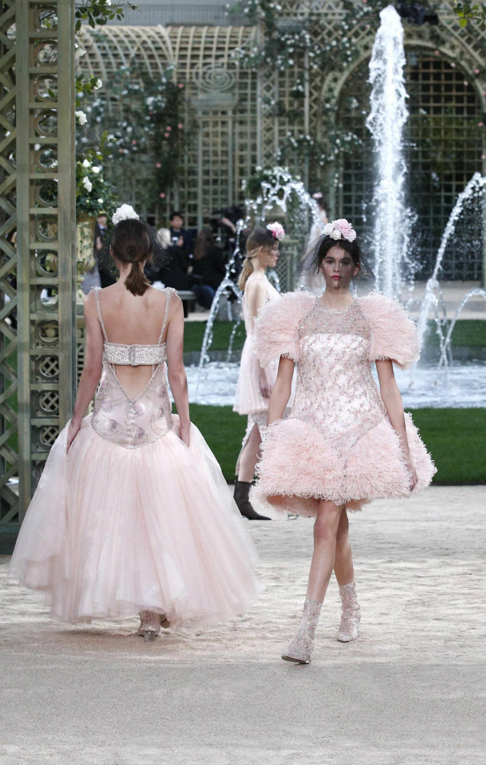 chanel Chanel Dazzles at Paris Couture Fashion Week 2018 Chanel Dazzles at Paris Couture Fashion Week 2018 05