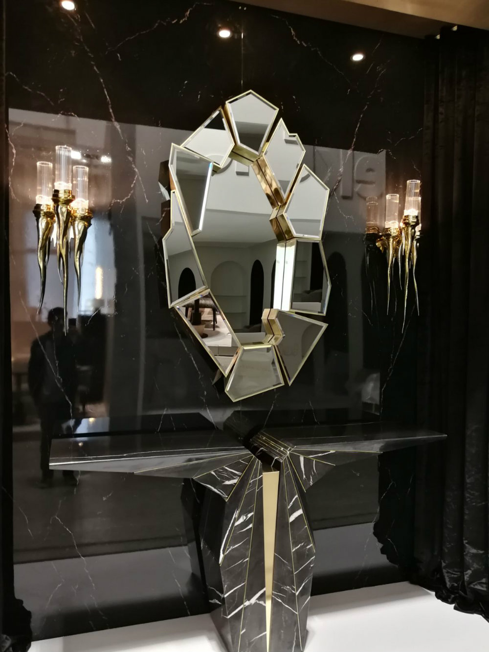 iSaloni 2018 Luxury Mirror Designs We Are Loving 03 isaloni 2018 iSaloni 2018: Luxury Mirror Designs We Are Loving iSaloni 2018 Luxury Mirror Designs We Are Loving 03