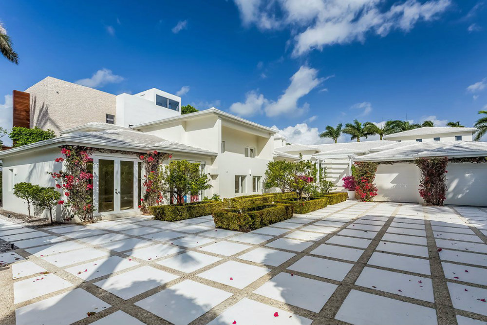 Celebrity Homes Shakira's Home in Miami Beach 02 Shakira's Home in Miami Beach Celebrity Homes: Shakira's Home in Miami Beach Celebrity Homes Shakiras Home in Miami Beach 02