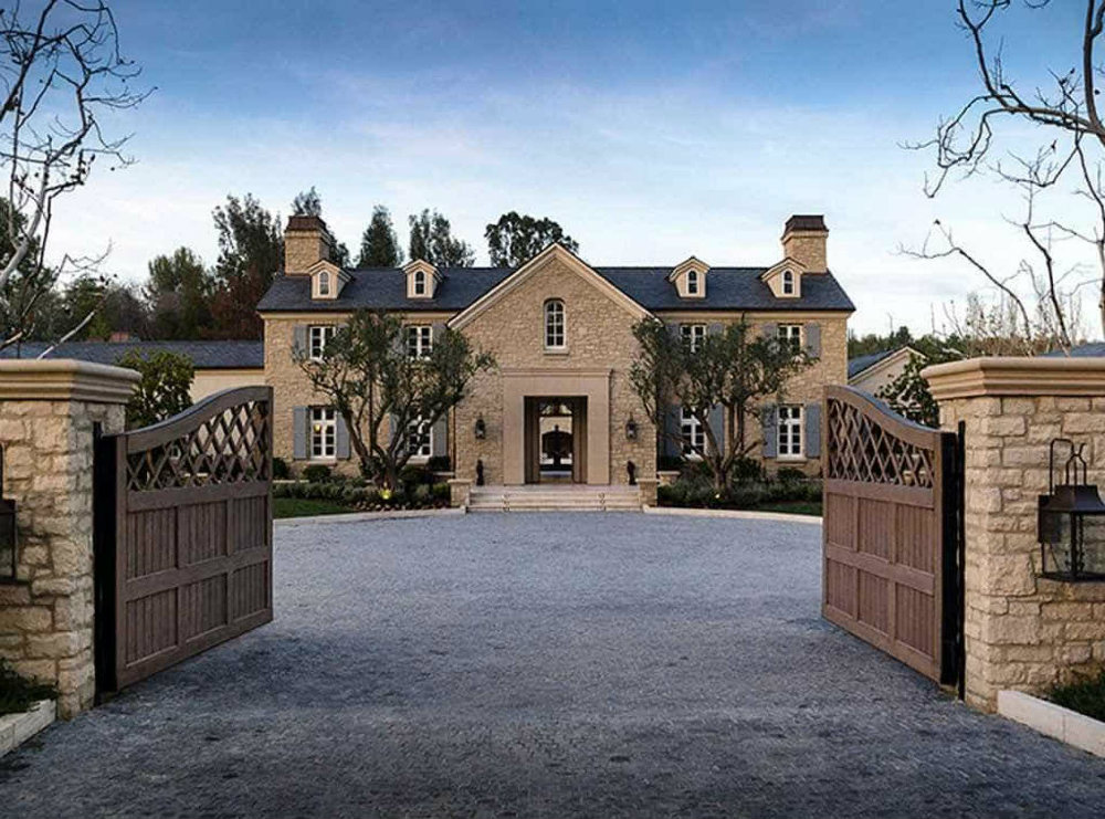 Celebrity Homes The Houses of the Kardashian-Jenner Family 02 Houses of the Kardashian-Jenner Family Celebrity Homes: The Houses of the Kardashian-Jenner Family Celebrity Homes The Houses of the Kardashian Jenner Family 02