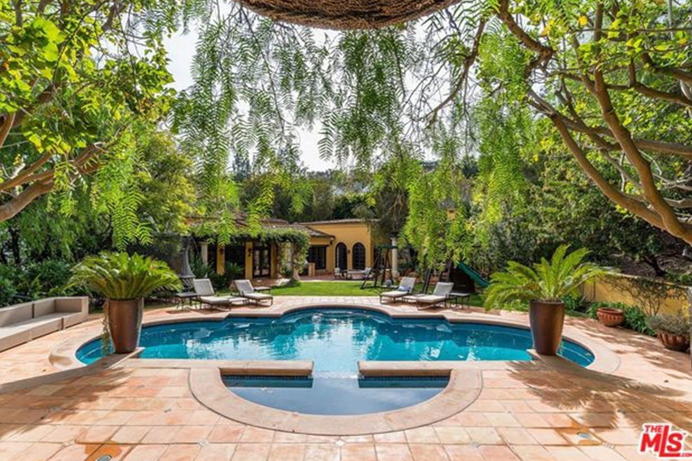 Celebrity Homes The Houses of the Kardashian-Jenner Family 06 Houses of the Kardashian-Jenner Family Celebrity Homes: The Houses of the Kardashian-Jenner Family Celebrity Homes The Houses of the Kardashian Jenner Family 06