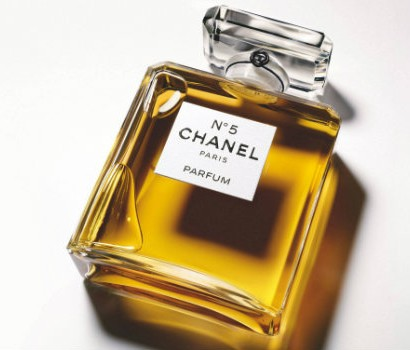 Chanel presents Mademoiselle Privé blog luxxu fragrances  Chanel presents Mademoiselle Privé 111719 perfumes chanel no 5 410x350