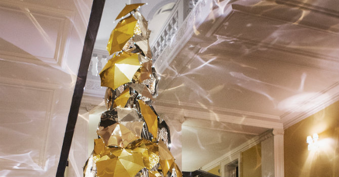Claridge's Burberry Tree: design trends at Christmas 2015 1535