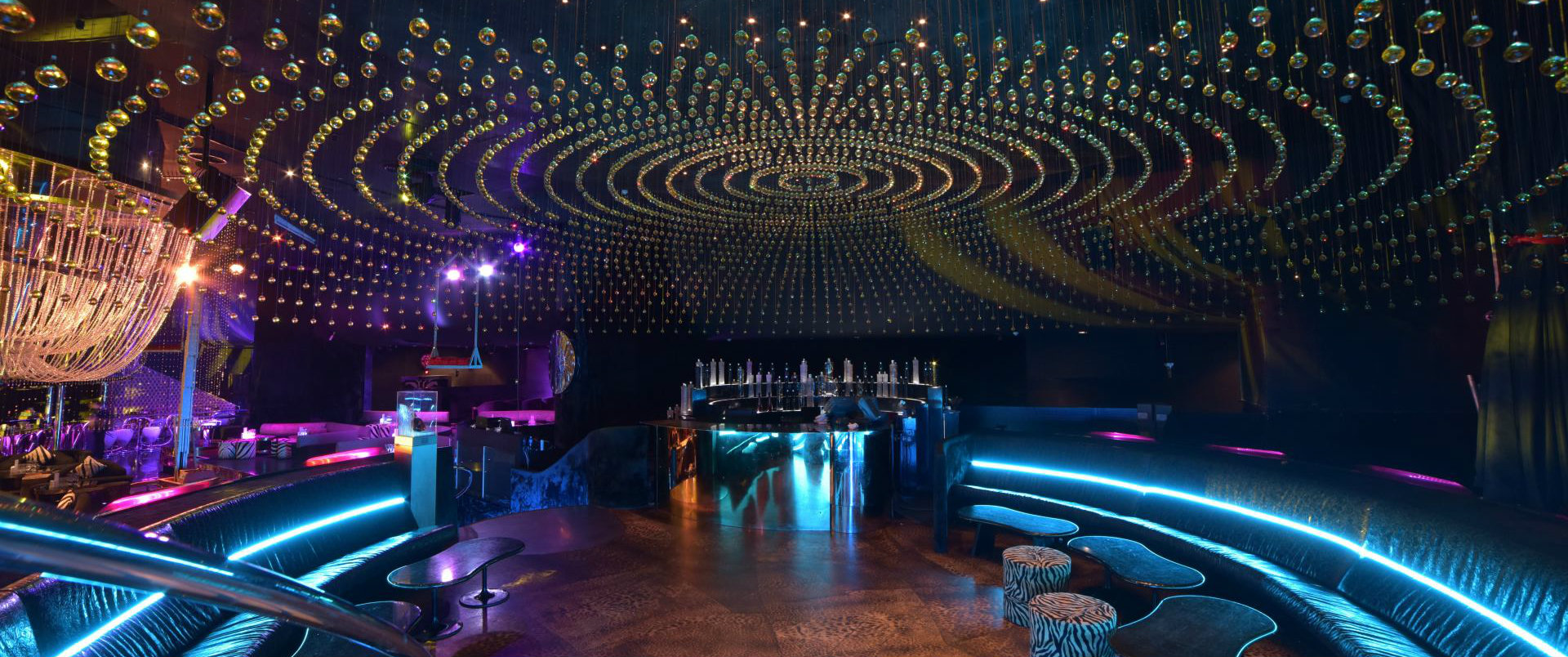 Night Club with Swarovski Crystals by Roberto Cavalli luxury interiors The Empire Family: brighten up your luxury interiors cover3 luxury interiors The Empire Family: brighten up your luxury interiors cover3