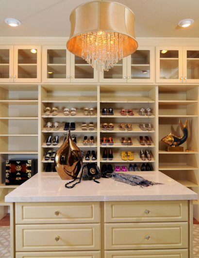 Spacious Top to Bottom Luxury Closets luxury closets Interior Design for Woman: best luxury closets ever Spacious Top to Bottom Luxury Closets 410x532