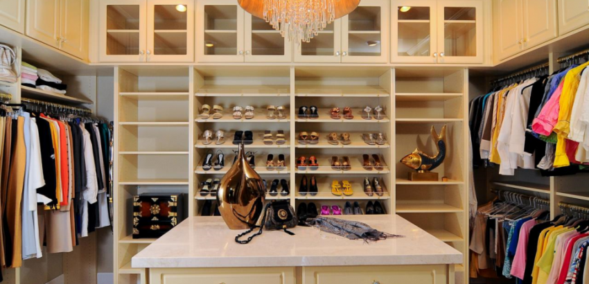 Spacious Top to Bottom Luxury Closets luxury closets Interior Design for Woman: best luxury closets ever Spacious Top to Bottom Luxury Closets 850x410