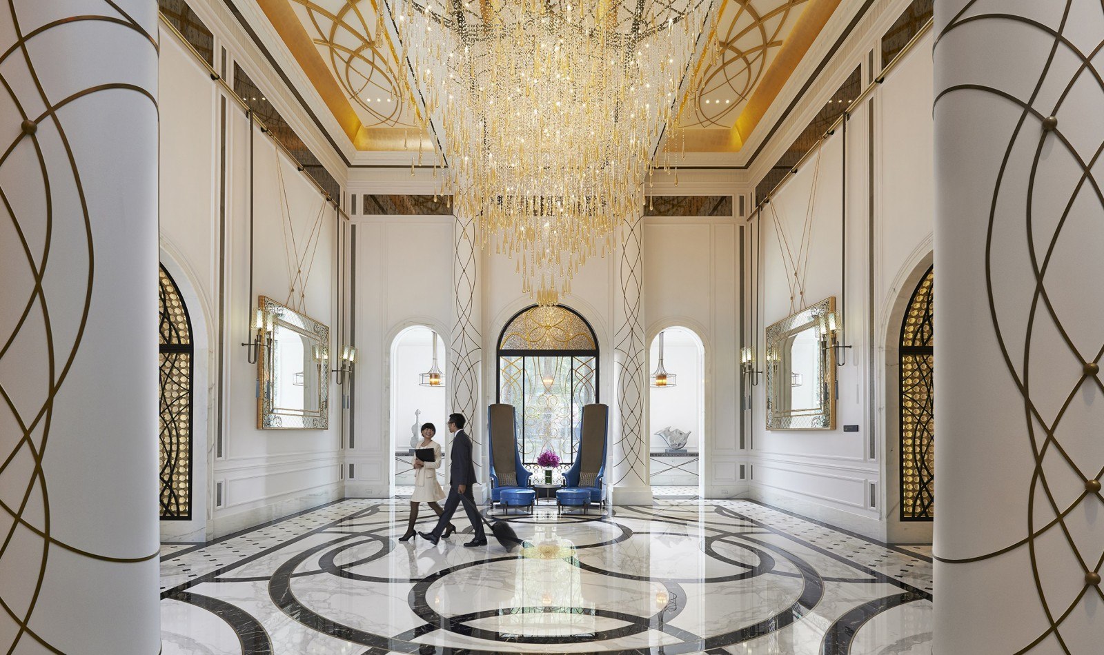 Best interior designers based in London chandeliers 10 Beautiful Chandeliers for a Hotel Design London Best Interior Designers Four IV chandeliers 10 Beautiful Chandeliers for a Hotel Design London Best Interior Designers Four IV