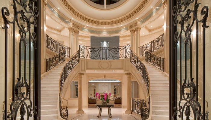 You can finally move to the Grand Palace of your dreams for 72M$