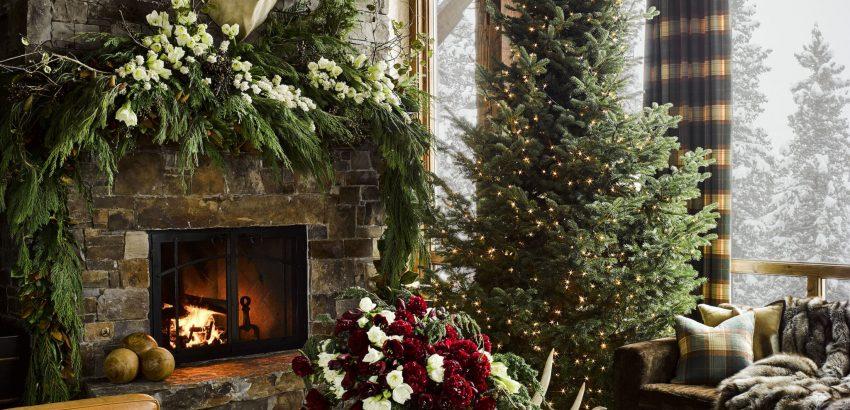 ken fulk Ken Fulk designs Cozy Montana Guesthouse The Ultimate Winter Getaway hd aspect 1479404491 montana christmas home living room 850x410