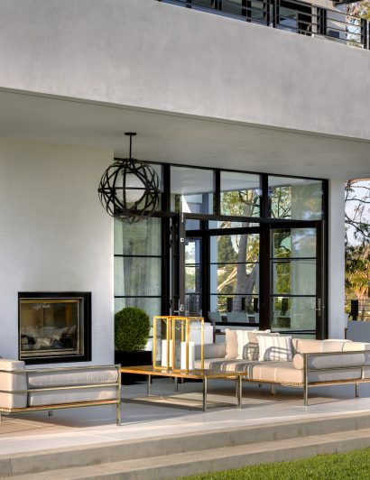 outdoor fireplaces 5 Outdoor Fireplaces You Will Want to Use in Your Backyard 5 Outdoor Fireplaces You Will Want to Use in Your Backyard 4 410x532
