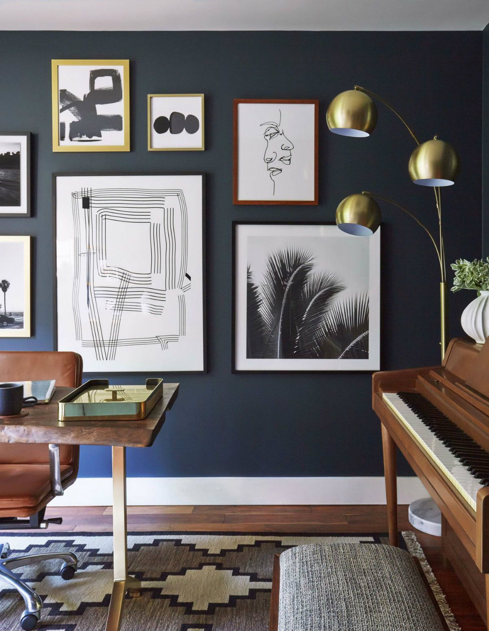 6 Ways to Use the Trendy Navy Blue and Gold Color Scheme 03 navy blue The Trendy Navy Blue and Gold Color Scheme – 6 ways to use it 6 Ways to Use the Trendy Navy Blue and Gold Color Scheme 03