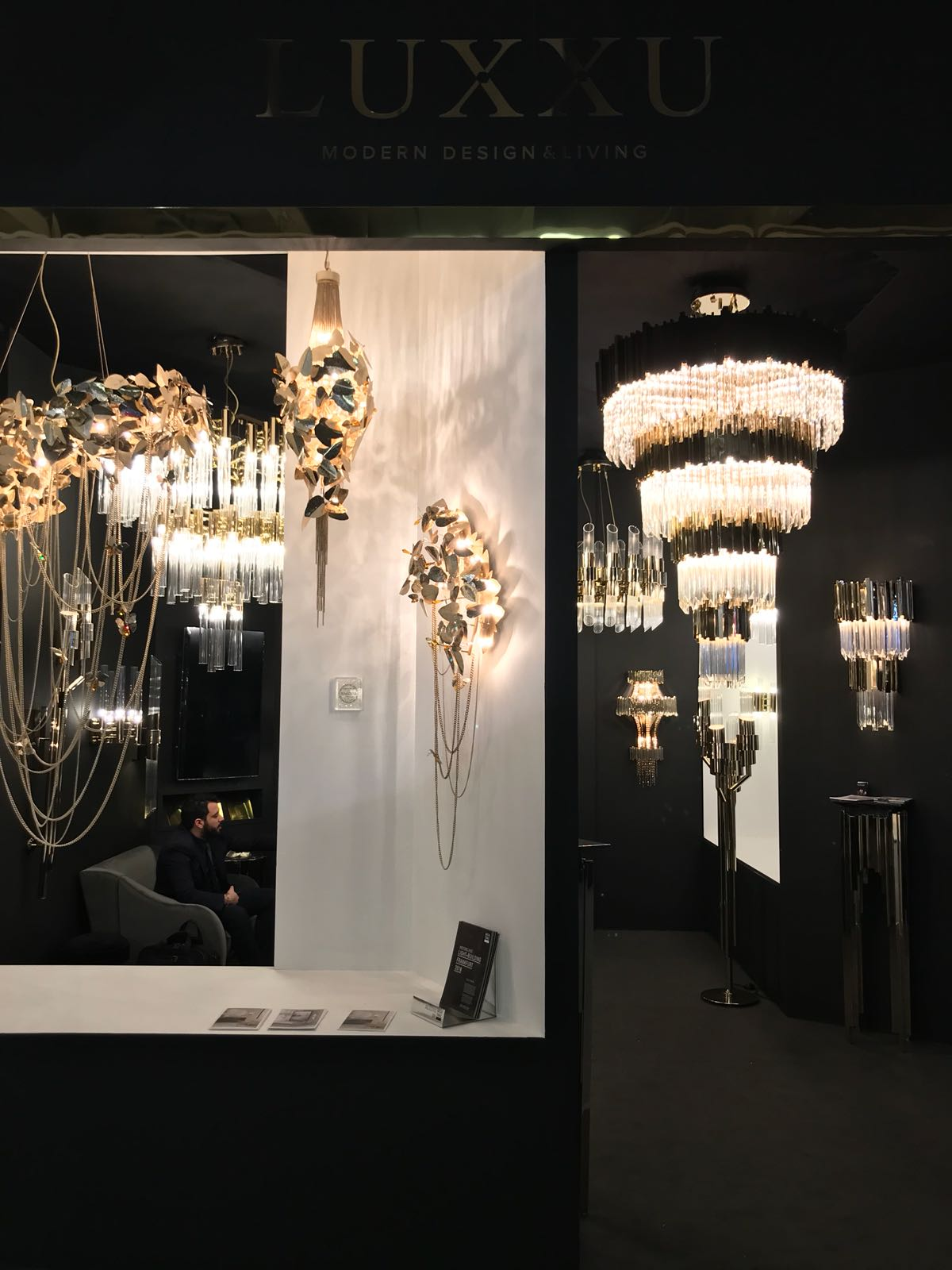 LUXXU's Highlights From Light + Building 2018 luxury lighting Luxury Lighting Ideas for your Dining Room Design LUXXUs Highlights From Light Building 2018 01 luxury lighting Luxury Lighting Ideas for your Dining Room Design LUXXUs Highlights From Light Building 2018 01