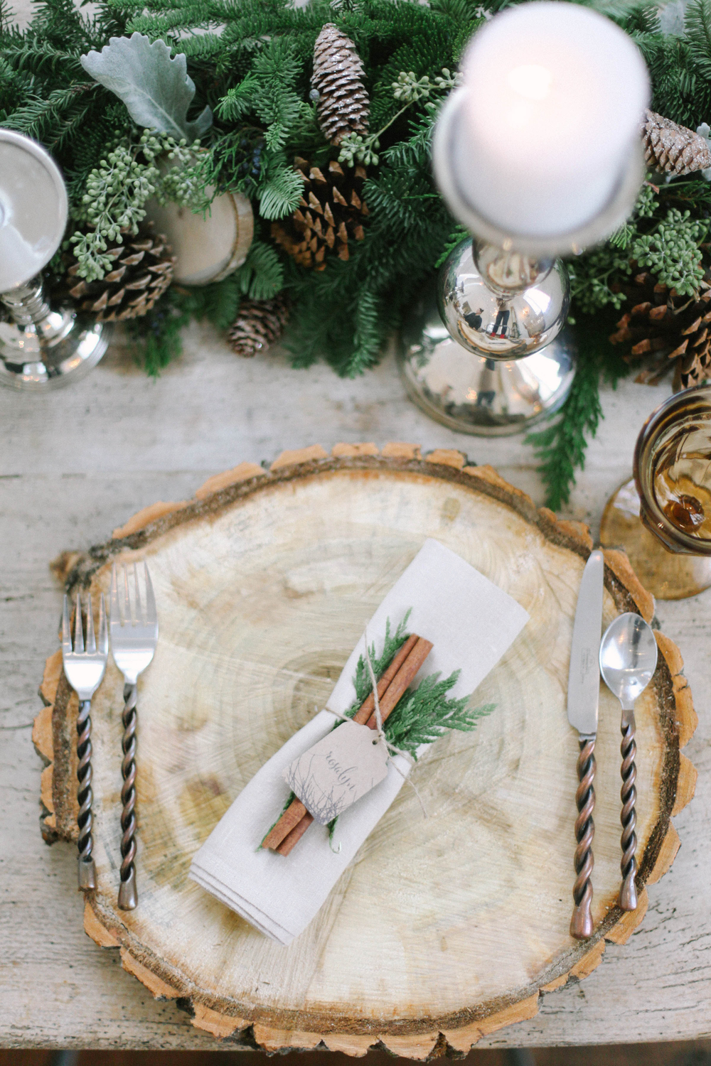 5 Elegant Christmas Table Décor Ideas 01 Christmas Table Décor 5 Elegant Christmas Table Décor Ideas 5 Elegant Christmas Table D  cor Ideas 01