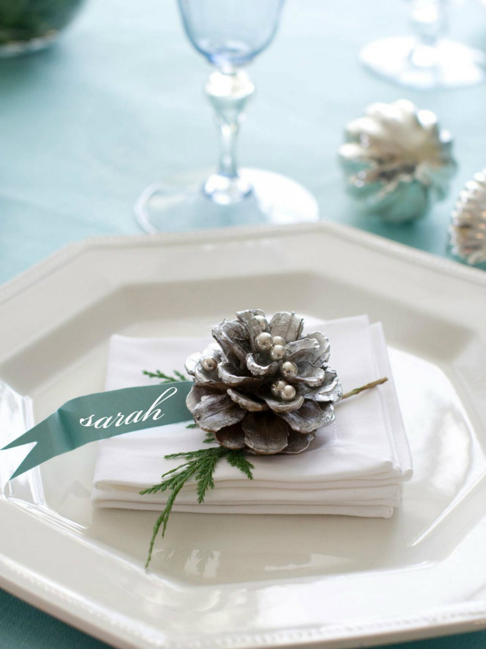 5 Elegant Christmas Table Décor Ideas 04 Christmas Table Décor 5 Elegant Christmas Table Décor Ideas 5 Elegant Christmas Table D  cor Ideas 04