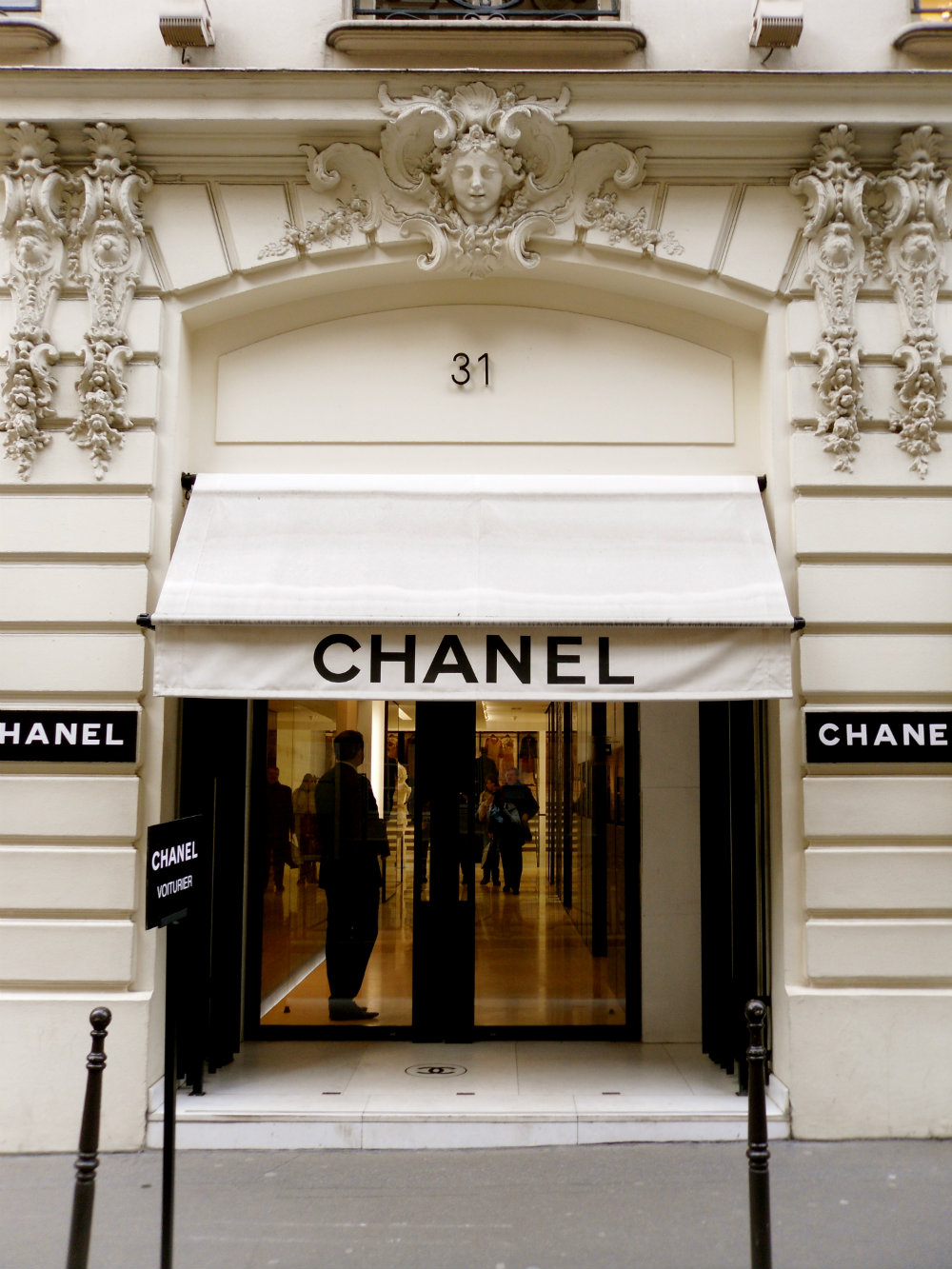 The Best Luxury Stores in Paris To Shop In 01 luxury stores in Paris The Best Luxury Stores in Paris To Shop In The Best Luxury Stores in Paris To Shop In 01