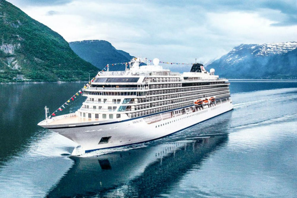 LUXURIOUS CRUISE SHIPS - THE BEST OF BOTH WORLDS 07 luxurious cruise ships Luxurious Cruise Ships – The Best Of Both Worlds LUXURIOUS CRUISE SHIPS THE BEST OF BOTH WORLDS 07