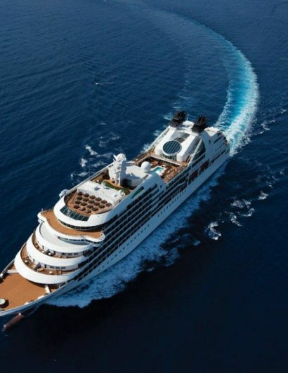 LUXURIOUS CRUISE SHIPS - THE BEST OF BOTH WORLDS 09 luxurious cruise ships Luxurious Cruise Ships – The Best Of Both Worlds LUXURIOUS CRUISE SHIPS THE BEST OF BOTH WORLDS 09 410x532