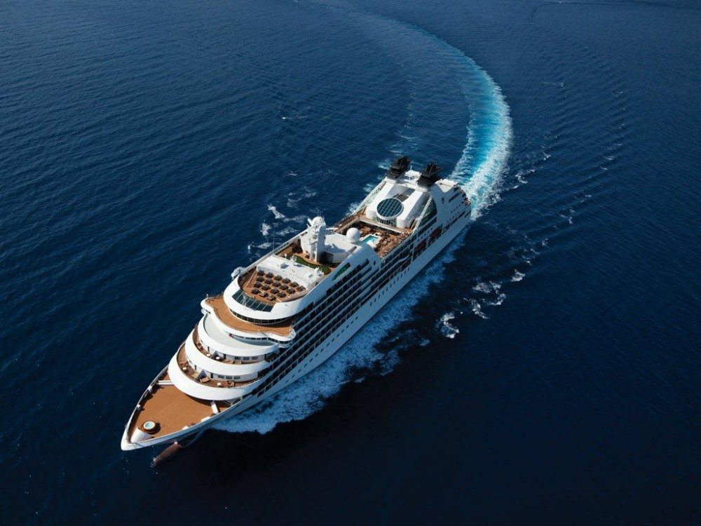 Luxurious Cruise Ships – The Best Of Both Worlds Luxury Travel Luxury Travel: The Best Views From Hotel Suites LUXURIOUS CRUISE SHIPS THE BEST OF BOTH WORLDS 09 Luxury Travel Luxury Travel: The Best Views From Hotel Suites LUXURIOUS CRUISE SHIPS THE BEST OF BOTH WORLDS 09